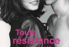 Photo de Cora Carmack – Toute résistance est inutile